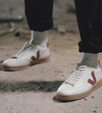 V-10 Sneaker VEJA $140.00