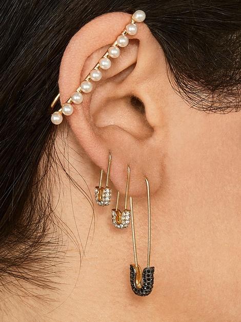 SOPHRONIA PEARL EAR CUFF$22.00