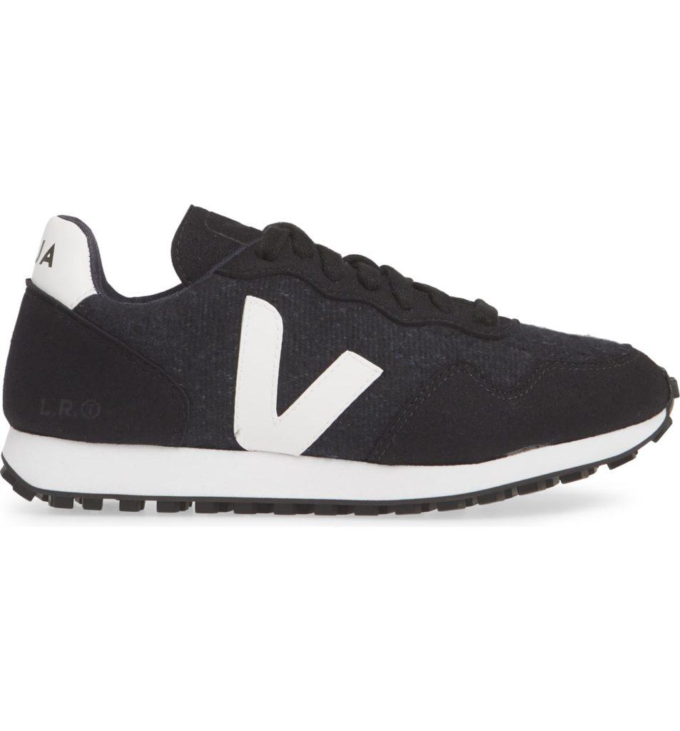 SDU Sneaker VEJA $120.00